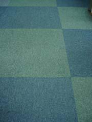 タイルカーペットで汚れたら敷き替えできます♪