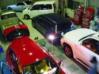 作業預かり車輌は全て室内保管です、最大5台収容可能です!